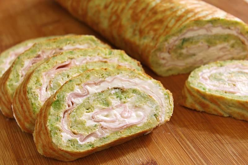 Соленый рулет из кабачков с сыром, сметаной и ветчиной. Делаю идеальную закуску