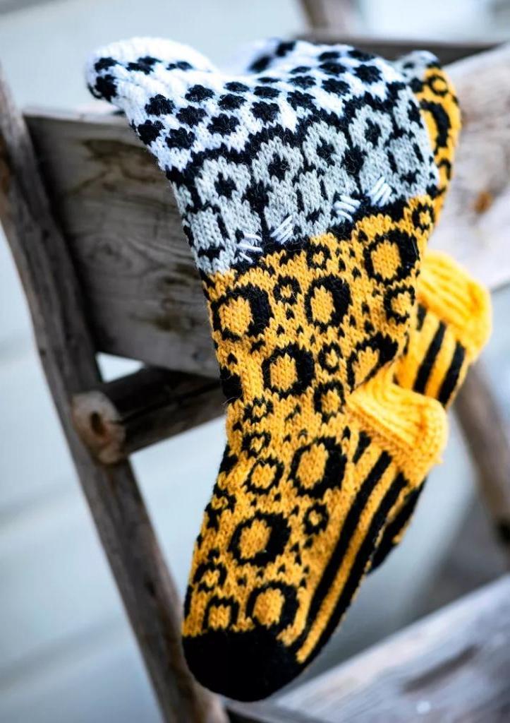Женщина ведет популярный блог о вязании: получила признание в Сети благодаря шерстяным носочкам