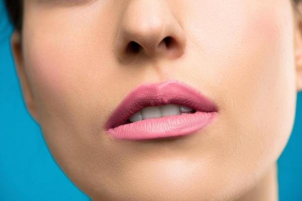 Коррекция носа с помощью филлеров: преимущества и риски модной процедуры